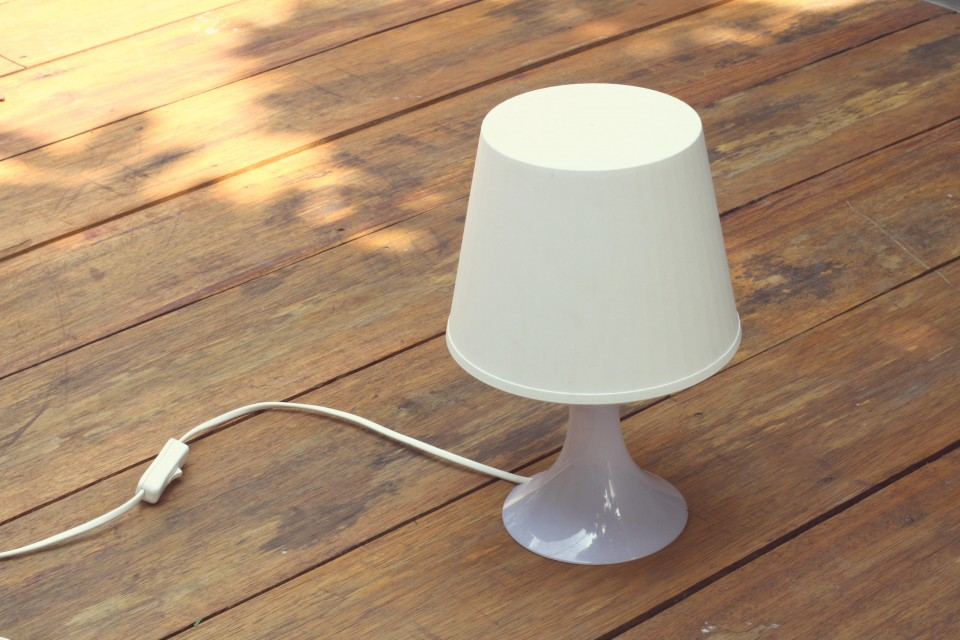 DIY-contributor-masking-tape-lamp-hertiana-1