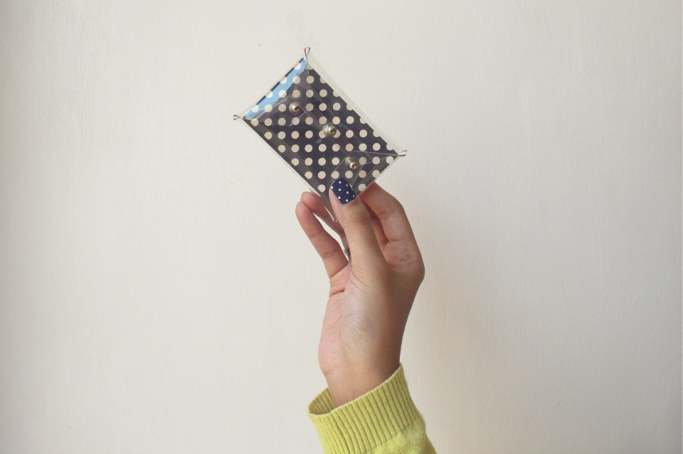 DIY-transparent-bizcard-holder-by-kitty-manu-livingloving-10