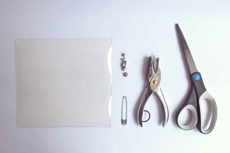 DIY-transparent-bizcard-holder-by-kitty-manu-livingloving-1