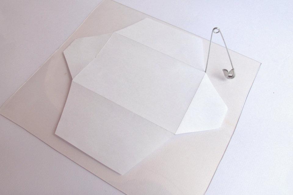 DIY-transparent-bizcard-holder-by-kitty-manu-livingloving-2