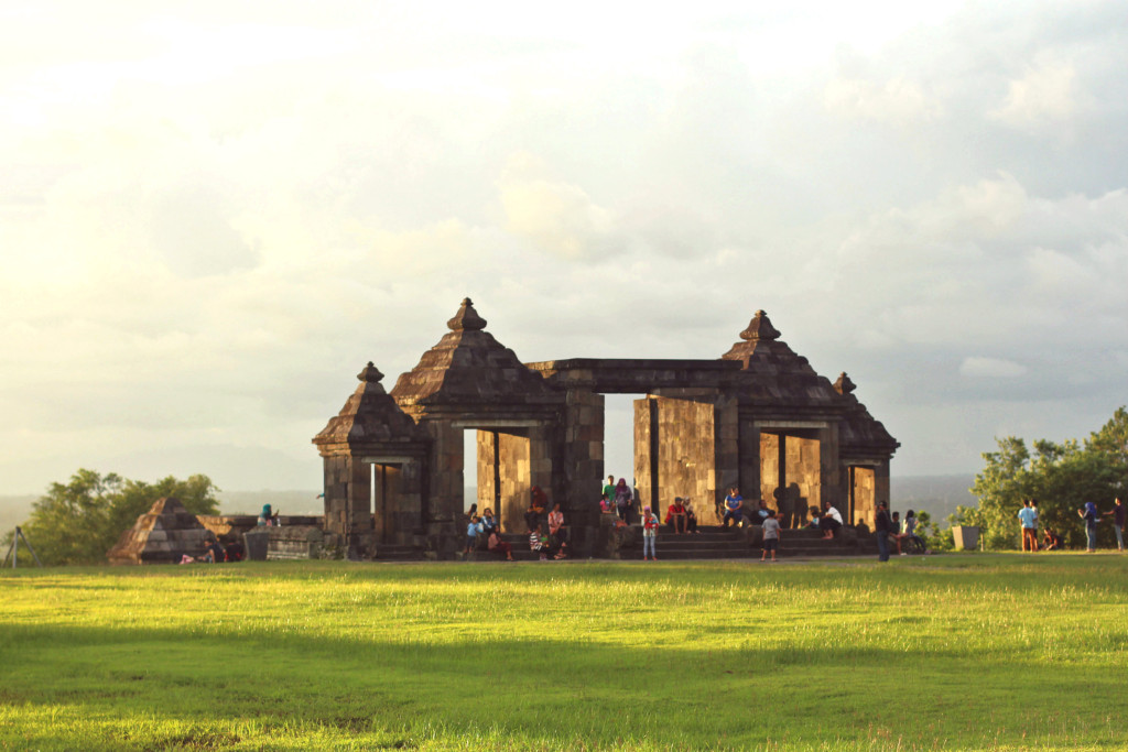 travel-road-trip-candi-ratu-boko-livingloving-1